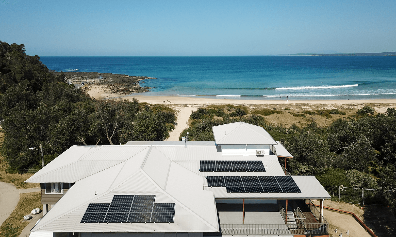"""SolarHub donates a 11.2kW solar system to the """"Broulee Surfers"""" Surf Life Saving Club"""